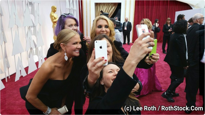 Nancy O'Dell and friends take Oscar selfies!
