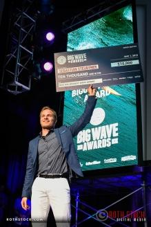 Sebastian Steudtner accepts the Biggest Wave Award