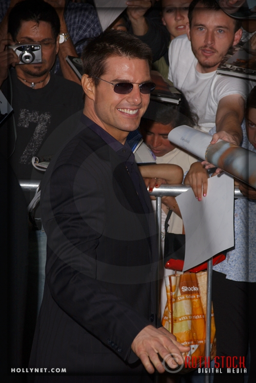 """Tom Cruise attends the Los Angeles Premiere of """"Collateral"""""""