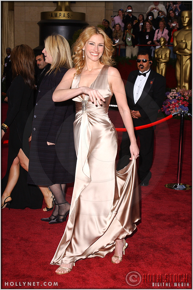 Julia Roberts arrives at the 76th Annual Academy Awards®