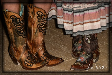 Cowboy Chic ... Love the Boots!